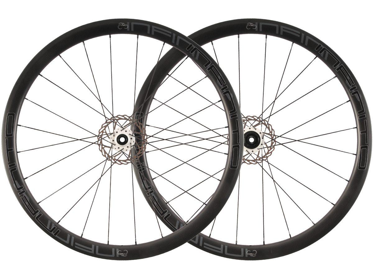 https://infinito-cycling.com/wp-content/uploads/2019/01/D4C-Zwarte-velg-Witte-naaf-1.jpg