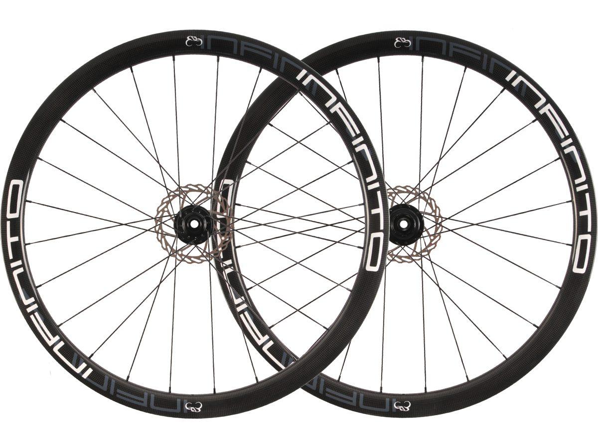 https://infinito-cycling.com/wp-content/uploads/2019/01/D4T-Witte-velg-Zwarte-naaf-1.jpg