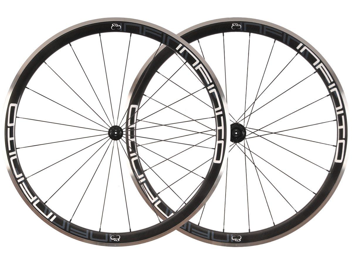 https://infinito-cycling.com/wp-content/uploads/2019/01/R4AC-Witte-velg-Zwarte-naaf-1.jpg