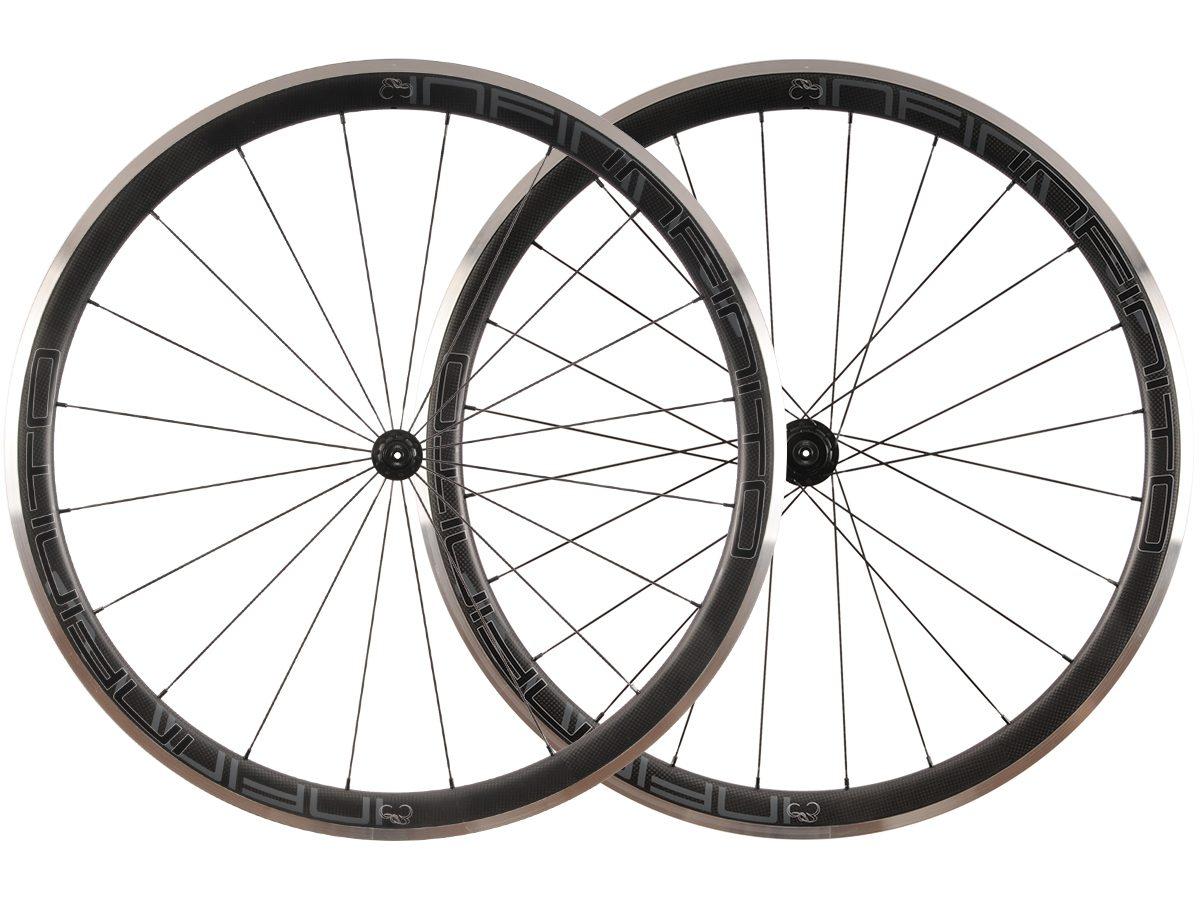 R4AC – Zwarte velg – Zwarte naaf – 1