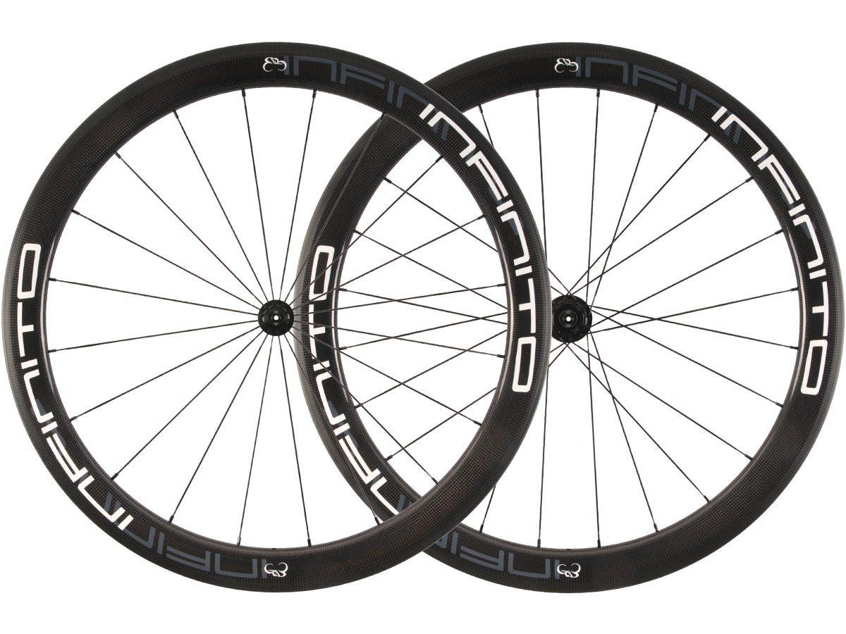 https://infinito-cycling.com/wp-content/uploads/2019/01/R5C-Witte-velg-Zwarte-naaf-1.jpg