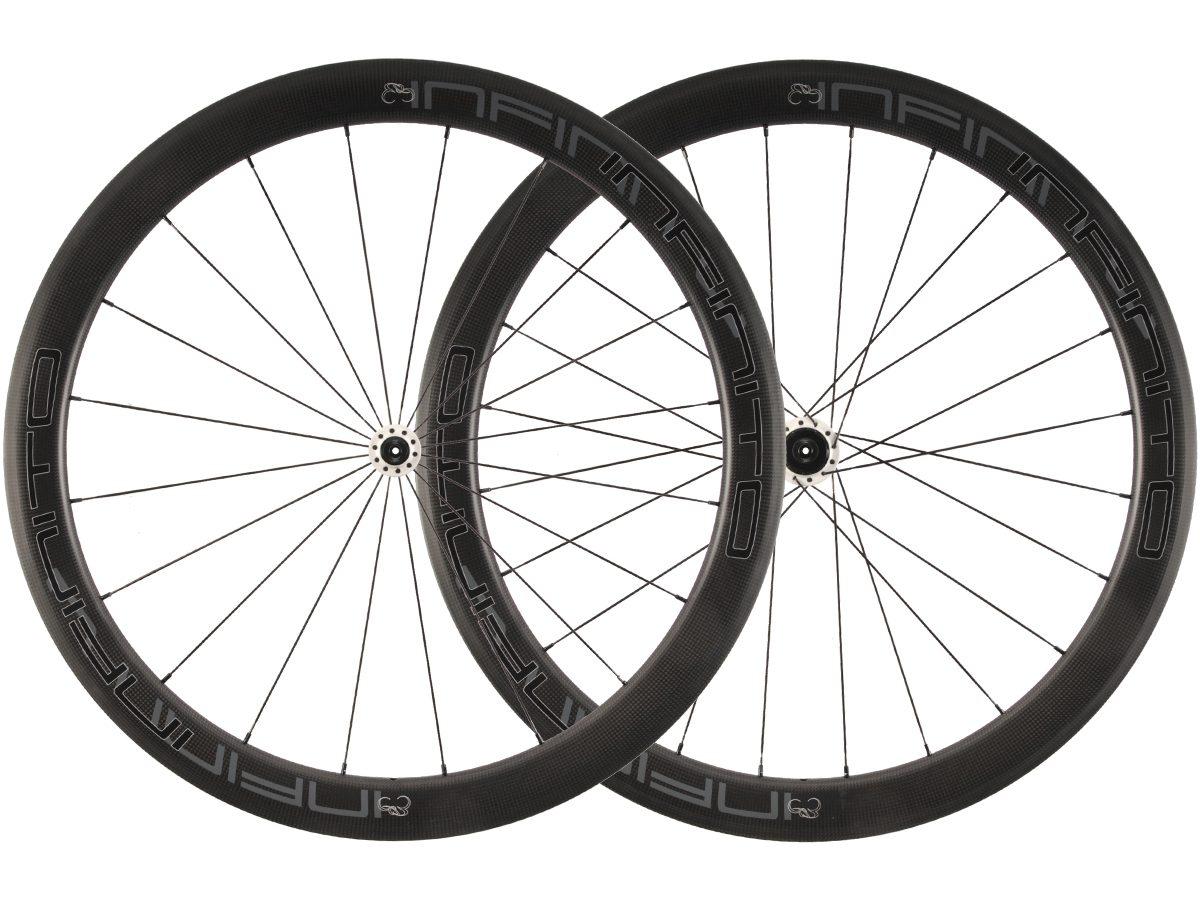 https://infinito-cycling.com/wp-content/uploads/2019/01/R5C-Zwarte-velg-Witte-naaf-1.jpg