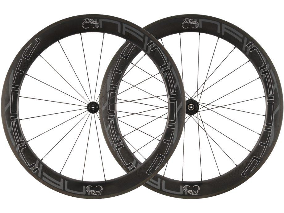 R6C – Zwarte velg – Zwarte naaf – 1