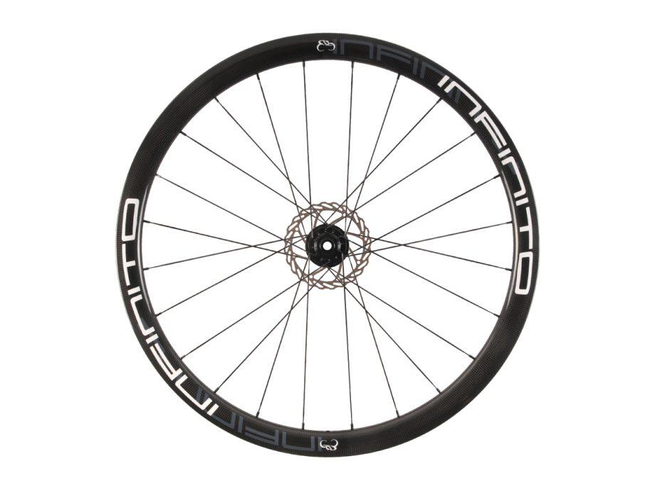 https://infinito-cycling.com/wp-content/uploads/2019/02/D4C-Witte-velg-Zwarte-naaf-Front-1.jpg