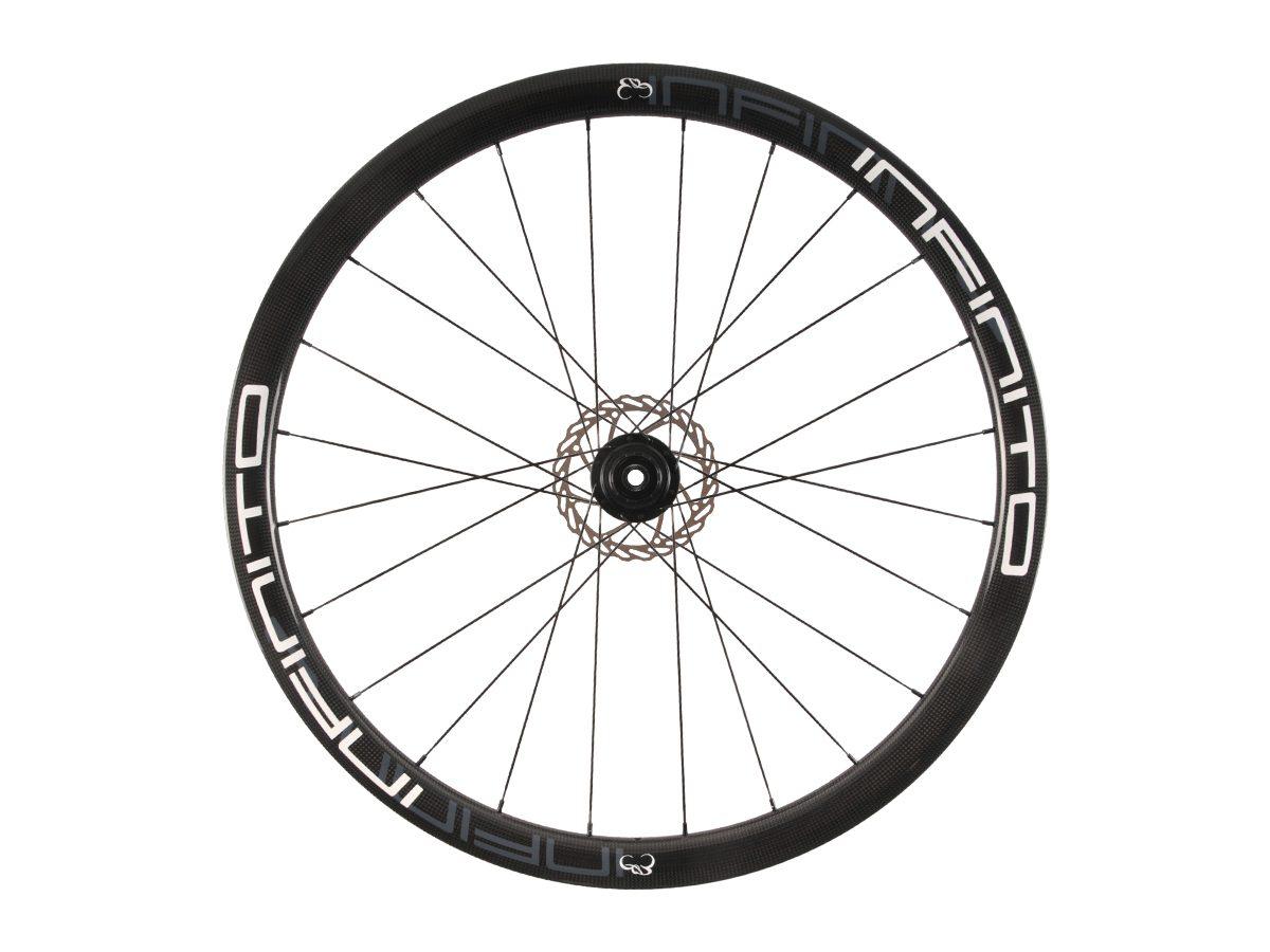 https://infinito-cycling.com/wp-content/uploads/2019/02/D4C-Witte-velg-Zwarte-naaf-Rear-1.jpg
