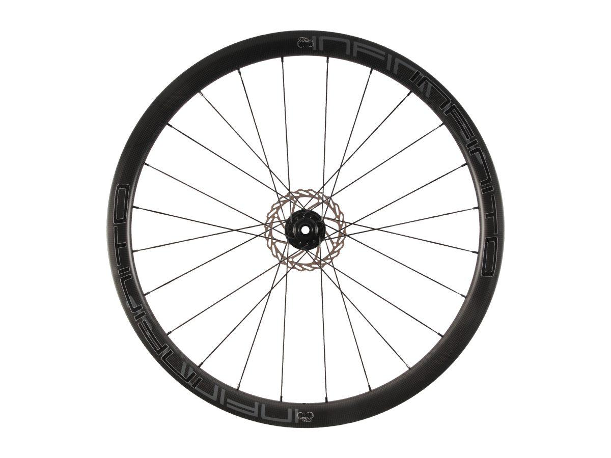 https://infinito-cycling.com/wp-content/uploads/2019/02/D4C-Zwarte-velg-Zwarte-naaf-Front-1.jpg