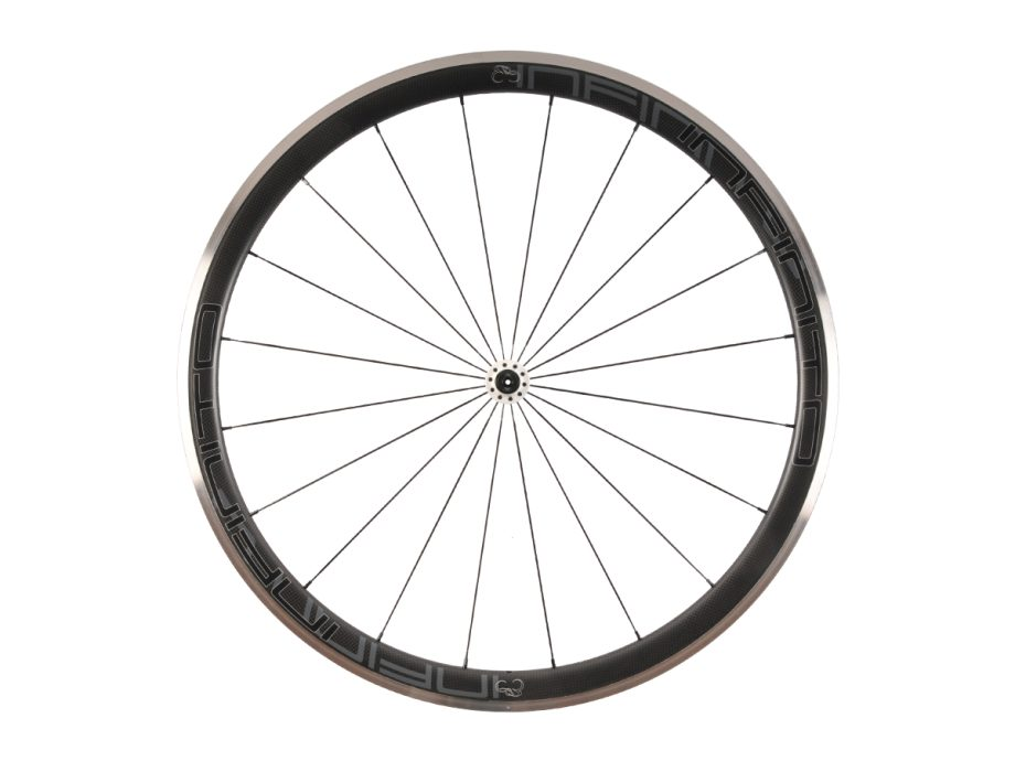 https://infinito-cycling.com/wp-content/uploads/2019/02/R4AC-Zwarte-velg-Witte-naaf-Front-1.jpg