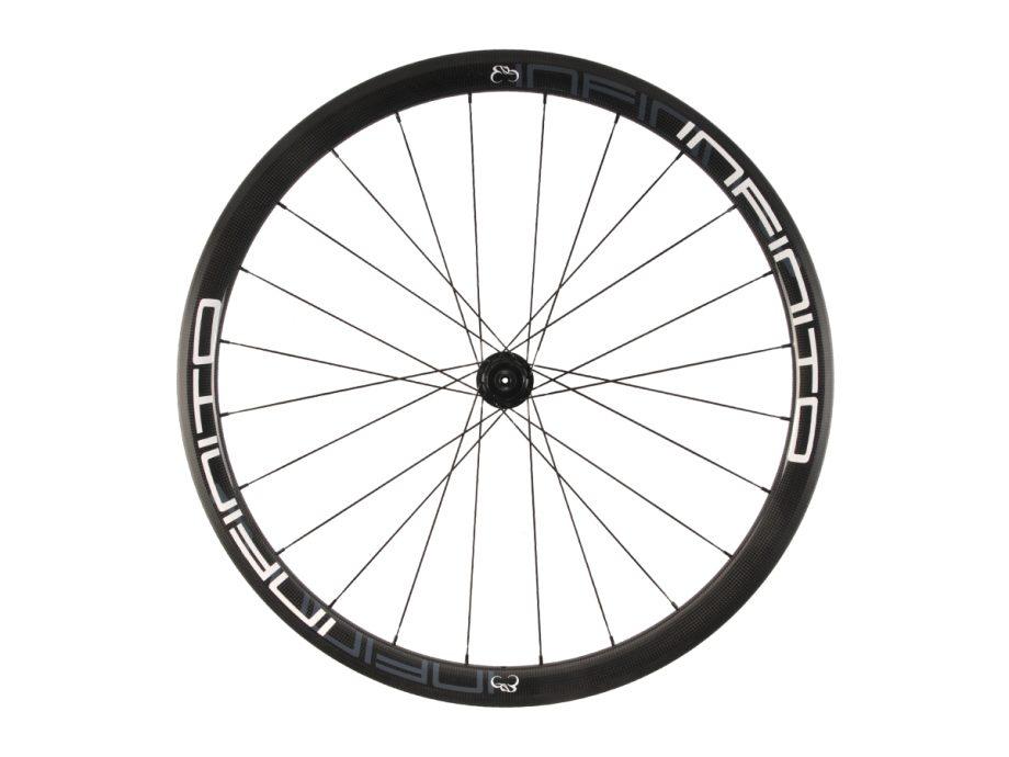 https://infinito-cycling.com/wp-content/uploads/2019/02/R4C-Witte-velg-Zwarte-naaf-Rear-1.jpg