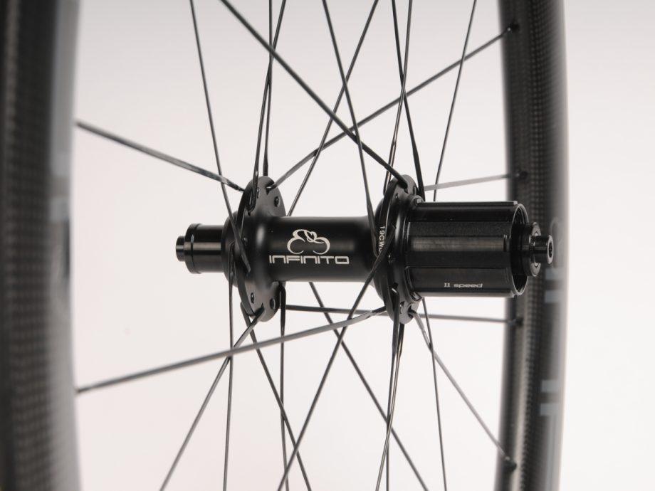 https://infinito-cycling.com/wp-content/uploads/2019/02/Velg-zwart-achter.jpg
